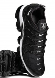 Air Vapourmax Plus - Black / White