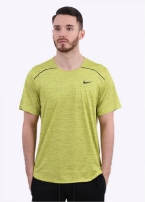 Nike Apparel Lab Essentials Training Top - Electric